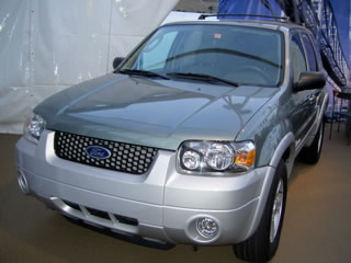 フォードが発売した世界初のハイブリッドSUV「エスケープ」